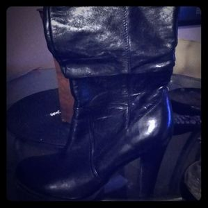 Ladies leather boots by quess